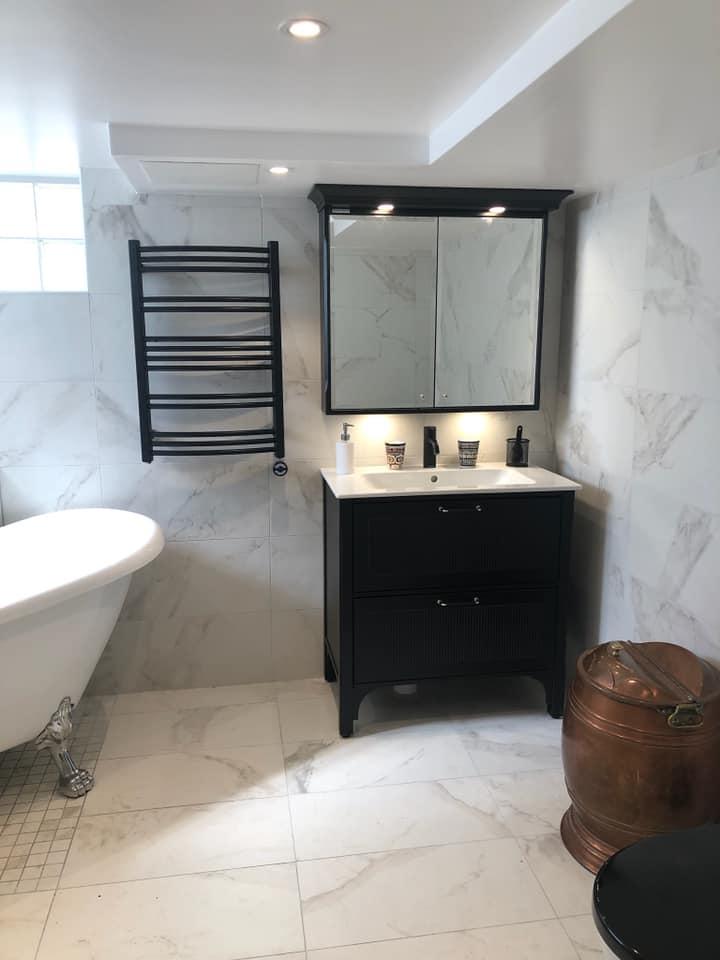 Helkaklat badrumsrenovering av HW-Bygg.