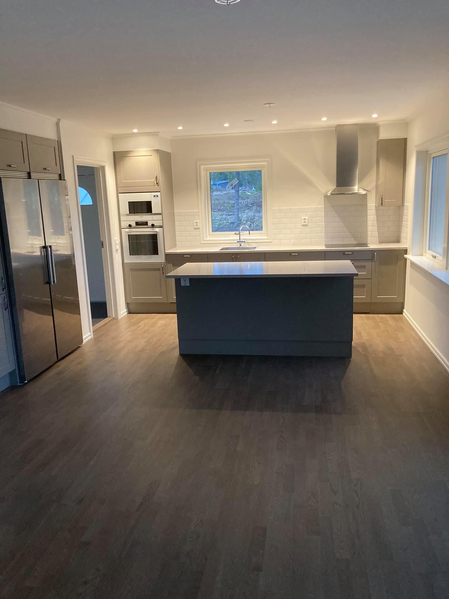 Snyggt kök nymonterat 2020 av HW-Bygg.